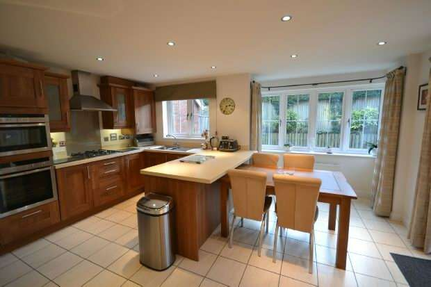 4 Bedrooms Town House for sale in Lymington