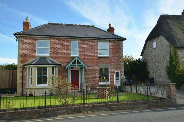 3 Bedrooms Detached House for sale in South Newton