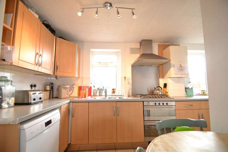 4 Bedrooms End Of Terrace House for sale in Staplehurst Road, Woodhatch, Surrey, RH2 7PU