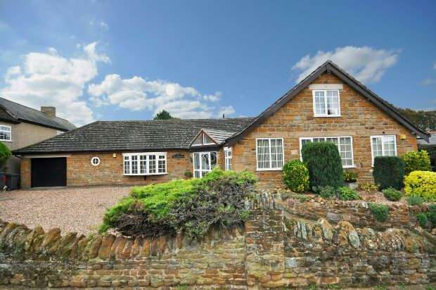 4 Bedrooms Detached House for sale in Camp Hill , Bugbrooke, Northampton