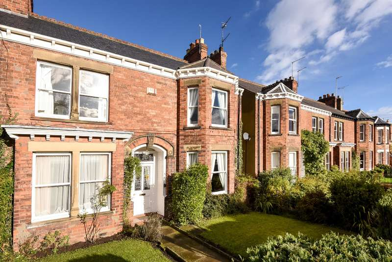 4 Bedrooms End Of Terrace House for sale in York Road, Beverley, HU17 8DP