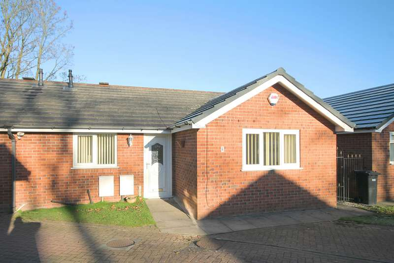 2 Bedrooms Semi Detached Bungalow for sale in The Wesleys, Farnworth, Bolton, BL4 0JJ