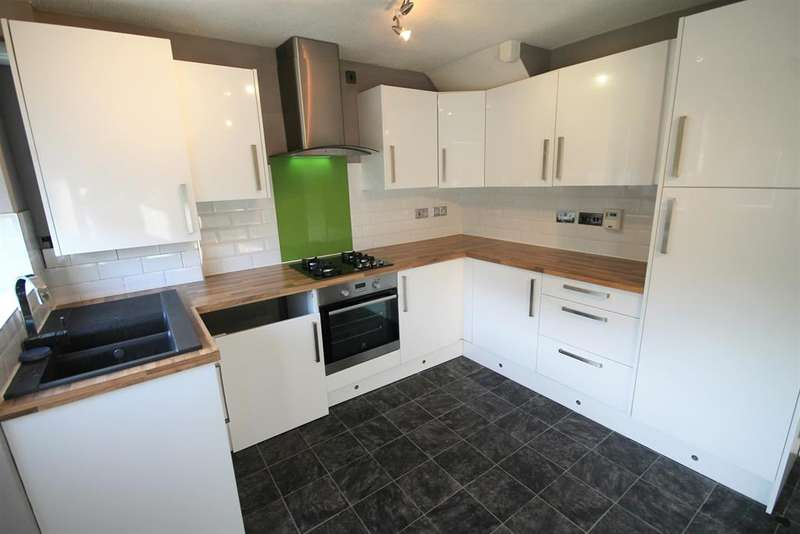3 Bedrooms Town House for sale in Glynne Street, Farnworth, Bolton, BL4 7DN