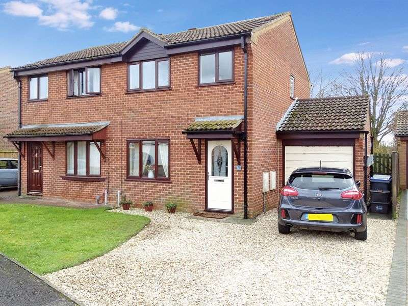 3 Bedrooms Semi Detached House for sale in St Athan Close, Melksham