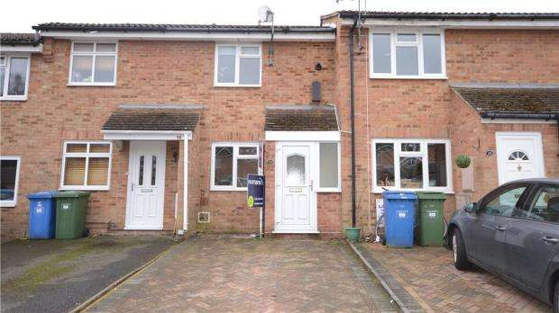 2 Bedrooms Terraced House for sale in Magnolia Close, Heath Park, Sandhurst