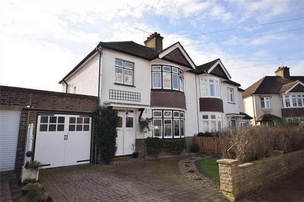 3 Bedrooms Semi Detached House for sale in Poulett Gardens, Twickenham