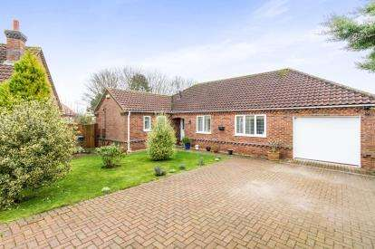 3 Bedrooms Bungalow for sale in Elsom Way, Lincoln Road, Horncastle