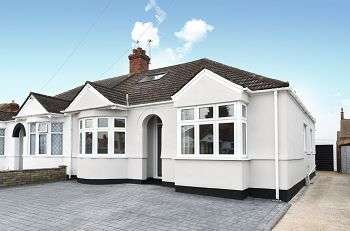 4 Bedrooms Semi Detached House for sale in Mainridge Road, Chislehurst, Kent, BR7 6DN