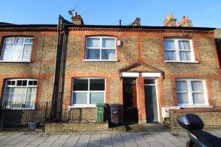 3 Bedrooms Terraced House for sale in Robson Road, London