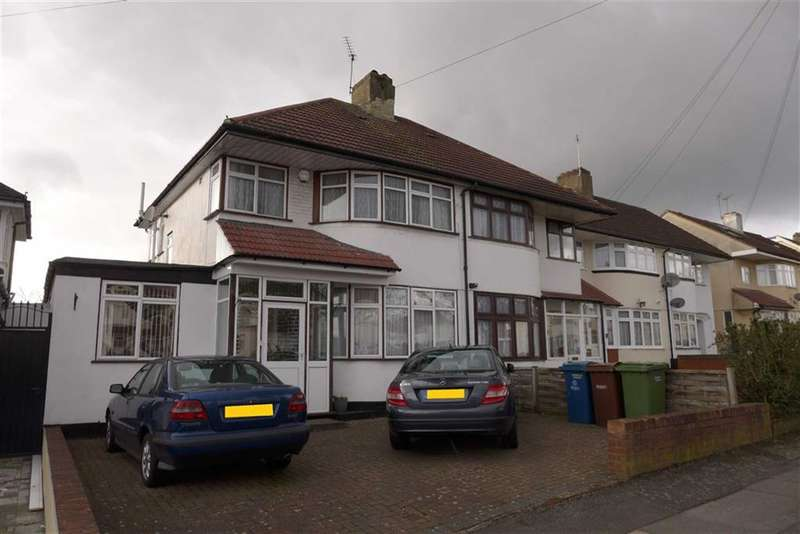 4 Bedrooms Property for sale in Beverley Gardens, Stanmore, Middlesex
