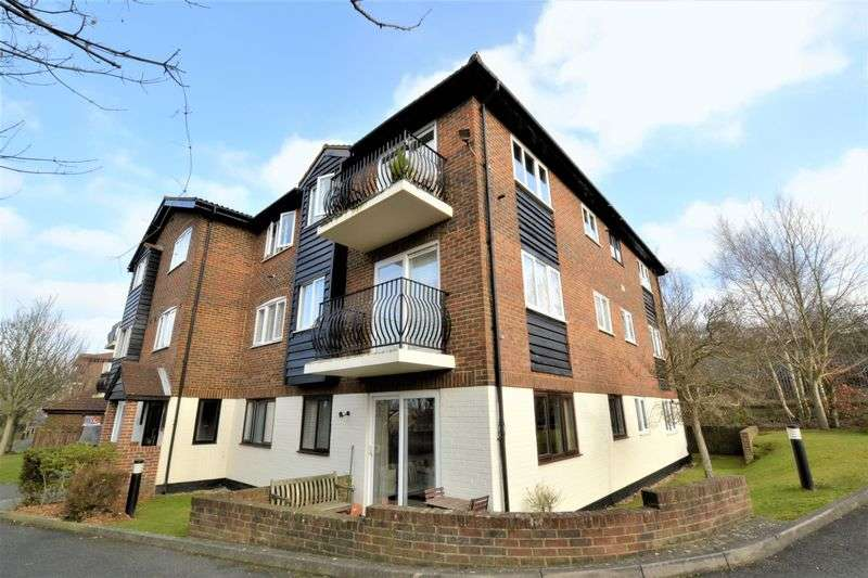2 Bedrooms Flat for sale in Birchend Close, South Croydon