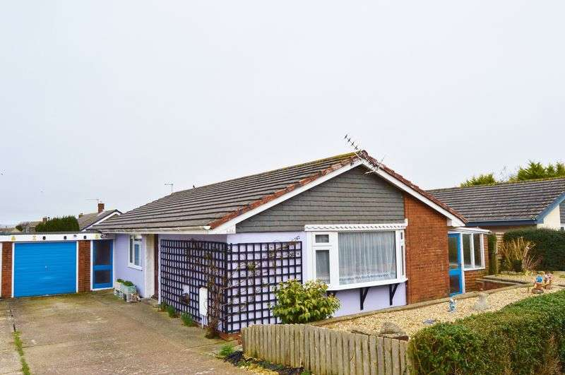 3 Bedrooms Detached Bungalow for sale in Yarborough Close, Godshill