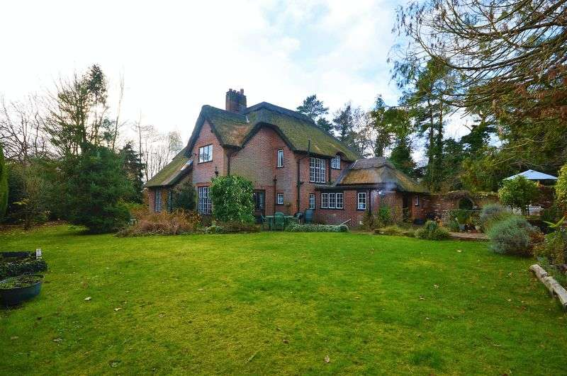 4 Bedrooms Detached House for sale in Taverham Road, Taverham