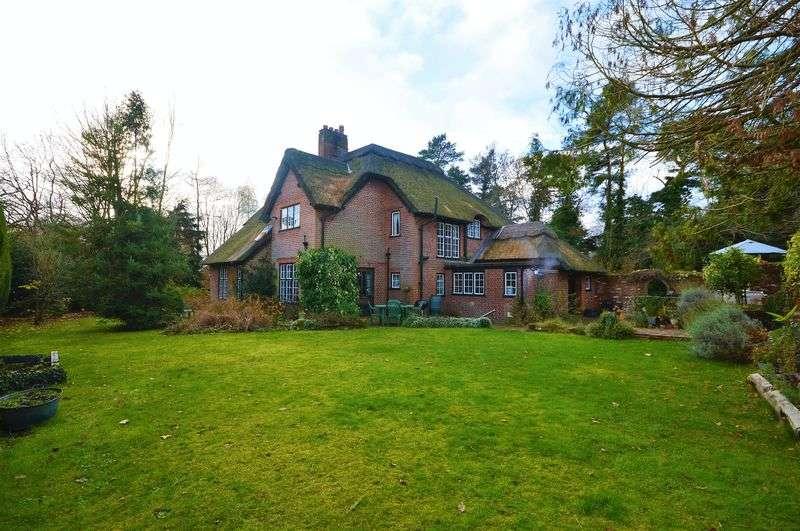 4 Bedrooms Detached House for sale in Taverham Road, Taverham