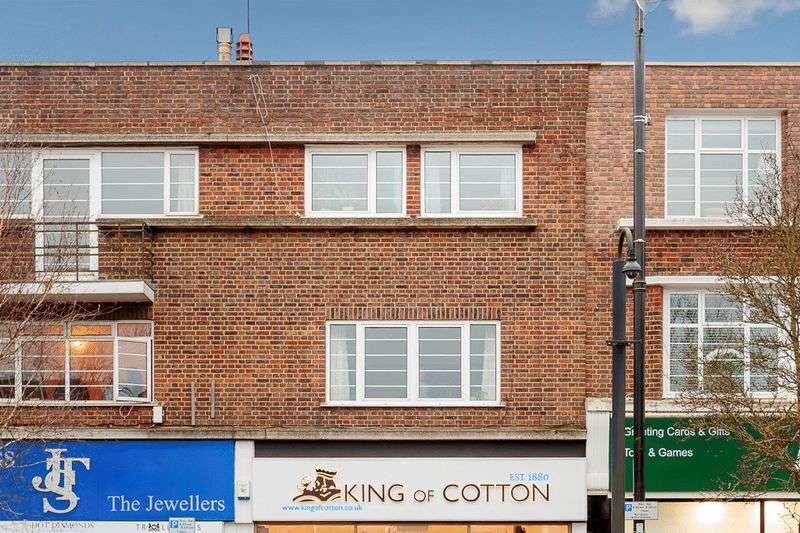2 Bedrooms Flat for sale in High Street, Banstead