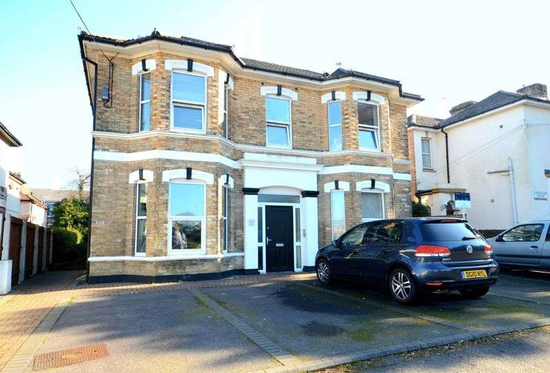 2 Bedrooms Flat for sale in St Swithuns Road South, Bournemouth