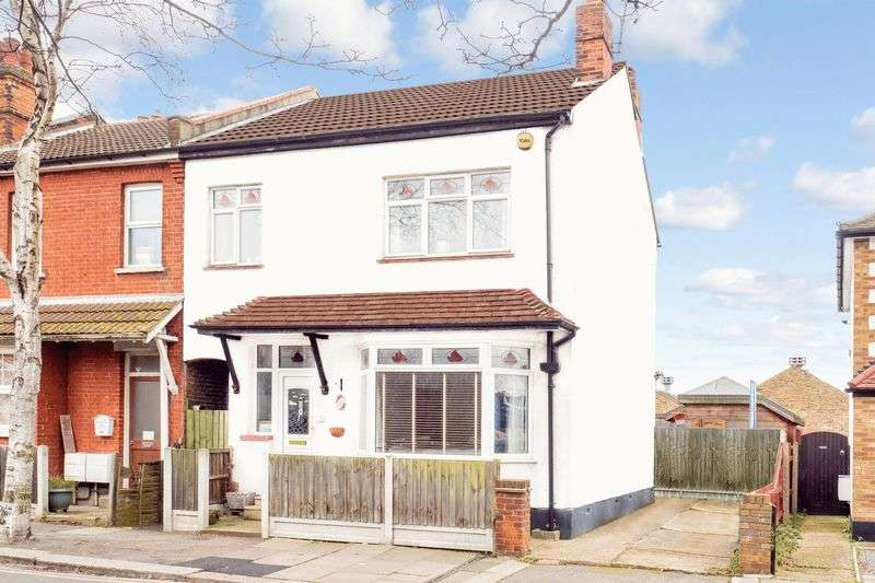 3 Bedrooms Terraced House for sale in St Marys Road, Prittlewell