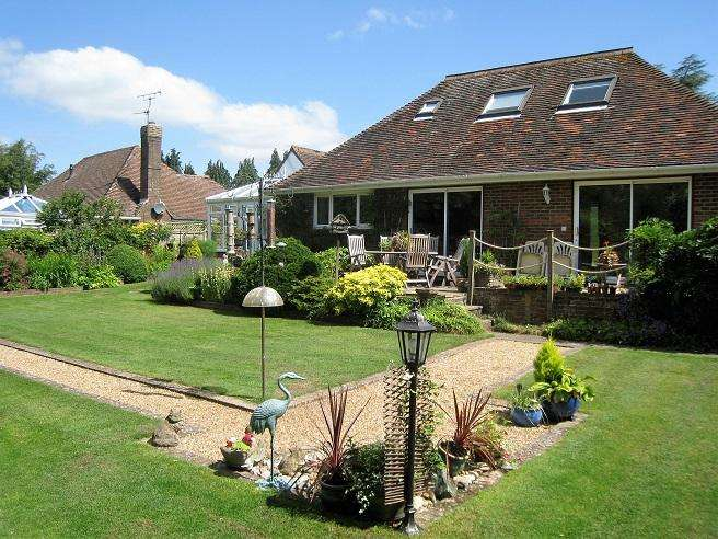 3 Bedrooms Detached Bungalow for sale in Kithurst Park, Storrington RH20