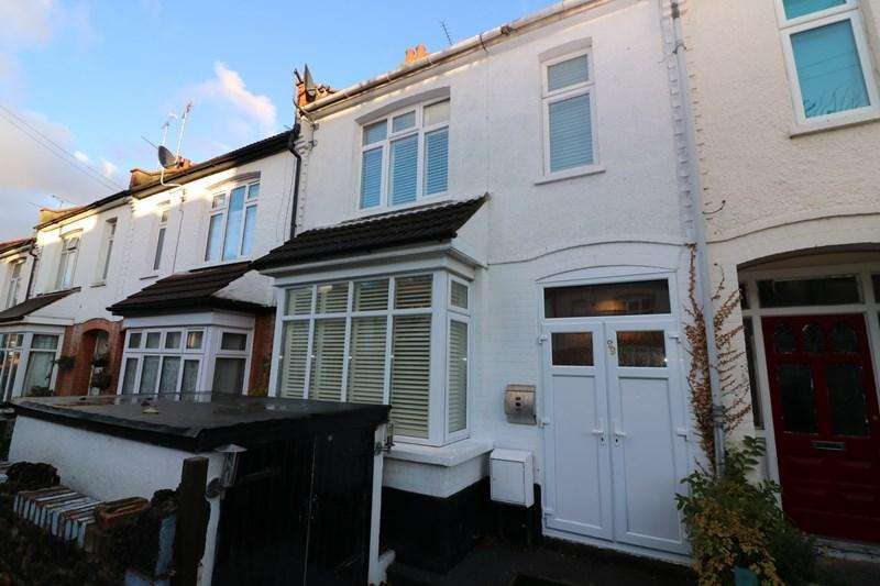 3 Bedrooms Terraced House for sale in Wenham Drive, Westcliff-On-Sea