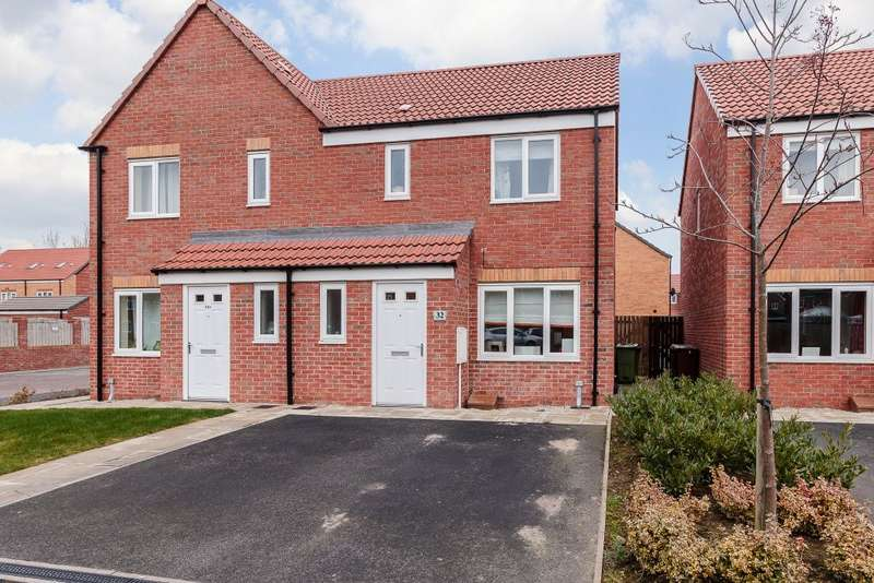 3 Bedrooms Semi Detached House for sale in Northfield Avenue, Pontefract, West Yorkshire, WF9 3TG