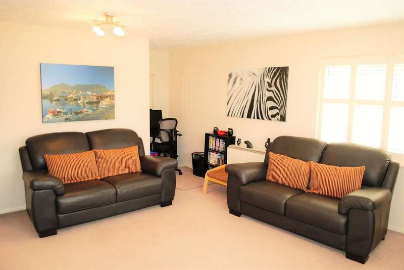 2 Bedrooms Apartment Flat for sale in CUTHBERGA CLOSE, BARKING, ESSEX IG11