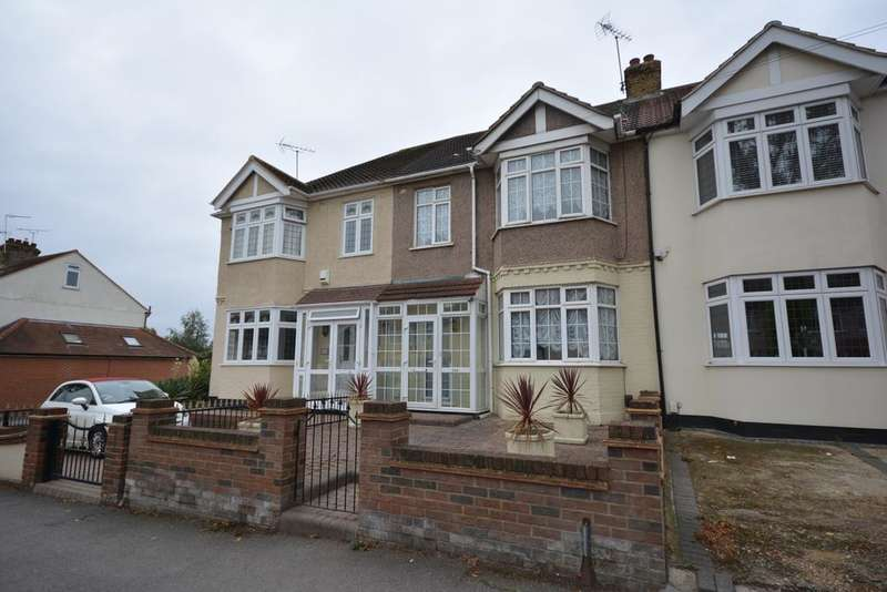3 Bedrooms Terraced House for sale in Osborne Road, Hornchurch, Essex RM11