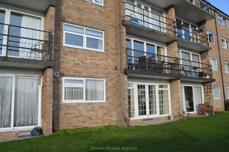 2 Bedrooms Flat for sale in Gale Moor Avenue, Gomer