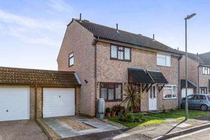 2 Bedrooms Semi Detached House for sale in Hayling Island, Hampshire, .