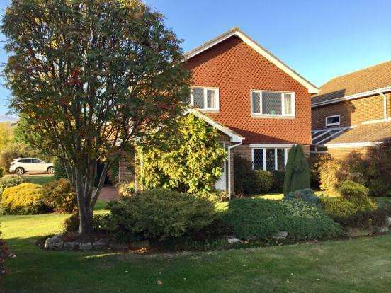 4 Bedrooms Detached House for sale in Gilkicker Road, Alverstoke, Gosport PO12