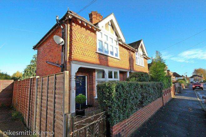 2 Bedrooms Semi Detached House for sale in Penyston Road, MAIDENHEAD, SL6