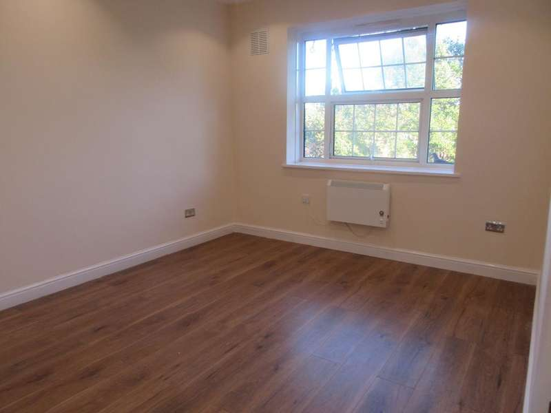 3 Bedrooms Apartment Flat for sale in Glebe Court, Mitcham CR4