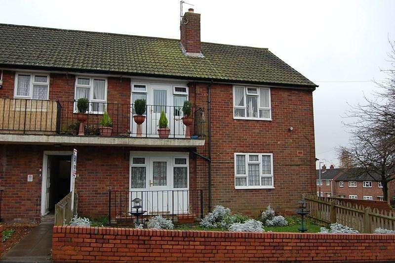 2 Bedrooms Flat for sale in Kinfare Rise, Dudley DY3