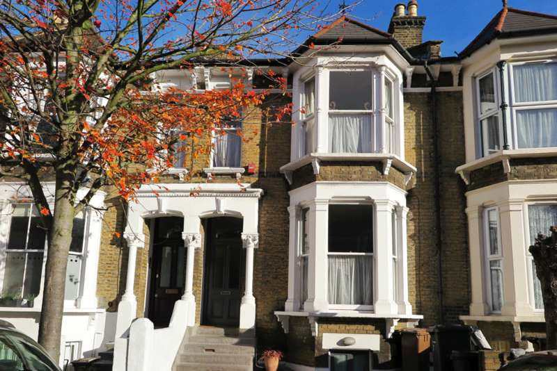 4 Bedrooms Terraced House for sale in Alconbury Road, Hackney E5