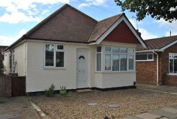 3 Bedrooms Detached Bungalow for sale in NORTH CRESCENT, SOUTHEND ON SEA SS2
