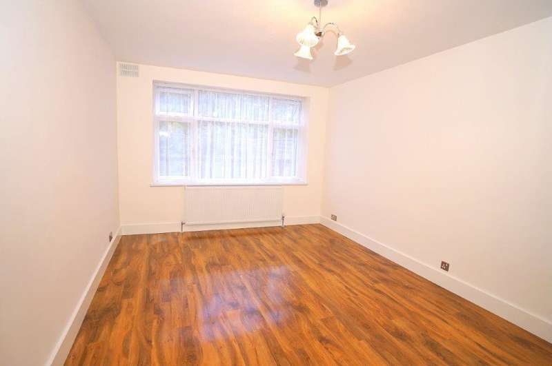 2 Bedrooms Apartment Flat for sale in Bush Close, Newbury Park IG2