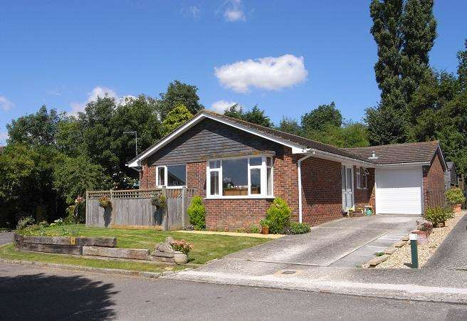 2 Bedrooms Detached Bungalow for sale in Woodland Close, Clapham, Worthing BN13