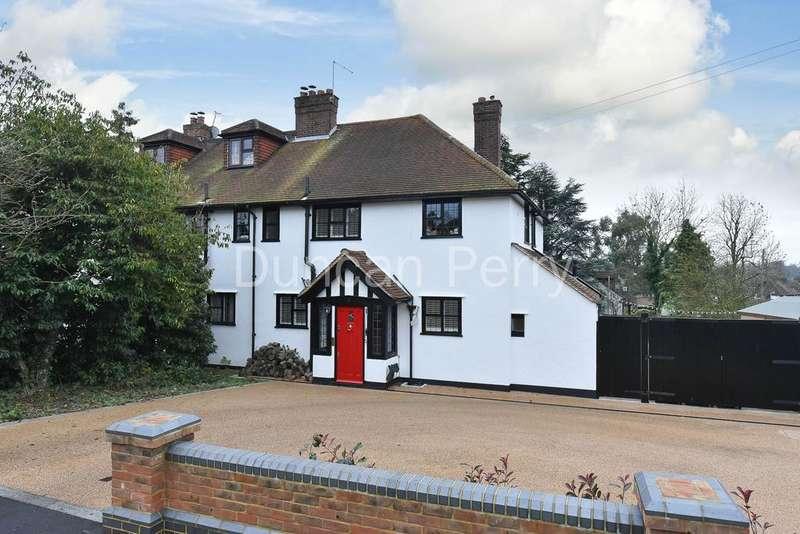 4 Bedrooms Semi Detached House for sale in Moffats Lane, Brookmans Park AL9