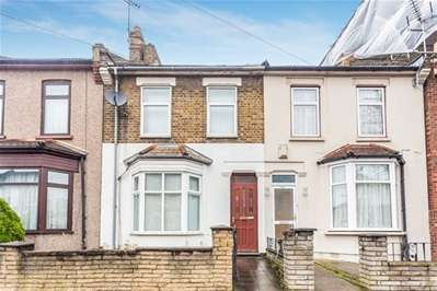 3 Bedrooms Terraced House for sale in Stanley Road, Ilford