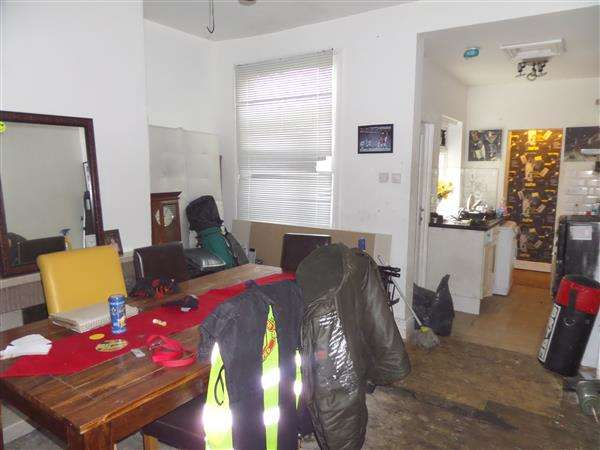 2 Bedrooms Terraced House for sale in Winnie Street, Manchester