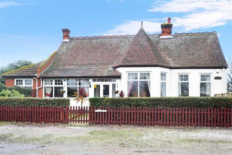 3 Bedrooms Bungalow for sale in Oxenden Square, Herne Bay, Kent