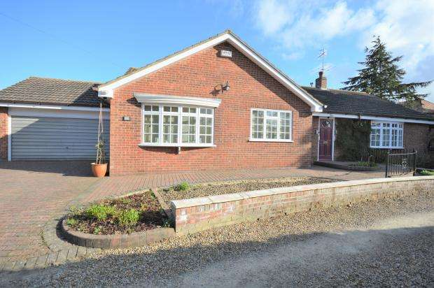 3 Bedrooms Detached Bungalow for sale in High Mill Drive, Northside, Scarborough, North Yorkshire YO12 6RN