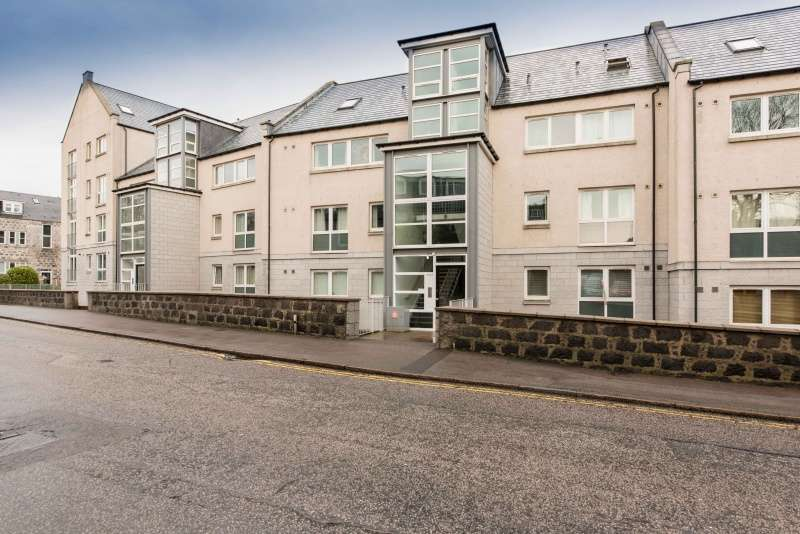2 Bedrooms Penthouse Flat for sale in Millburn Street, Aberdeen, AB11 6SZ