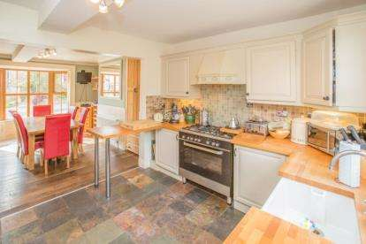 6 Bedrooms Semi Detached House for sale in Church Street, Topcliffe, Thirsk