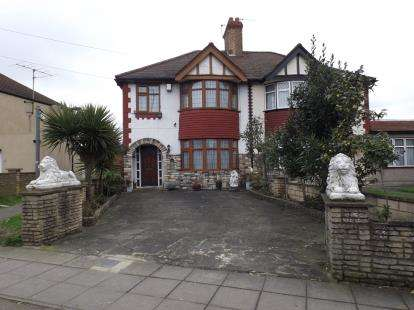 3 Bedrooms Semi Detached House for sale in Bury Hall Villas, Great Cambridge Road, London