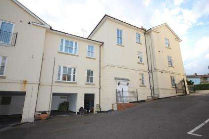 2 Bedrooms House for sale in The Parade, Walton on the Naze, Essex