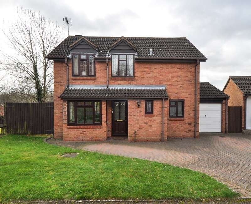 3 Bedrooms Detached House for sale in Goosehill Close, Matchborough East, Redditch