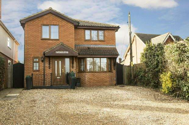 4 Bedrooms Detached House for sale in Basingstoke Road Spencers Wood Reading