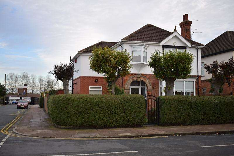 4 Bedrooms Detached House for sale in Park Avenue, Grimsby DN32