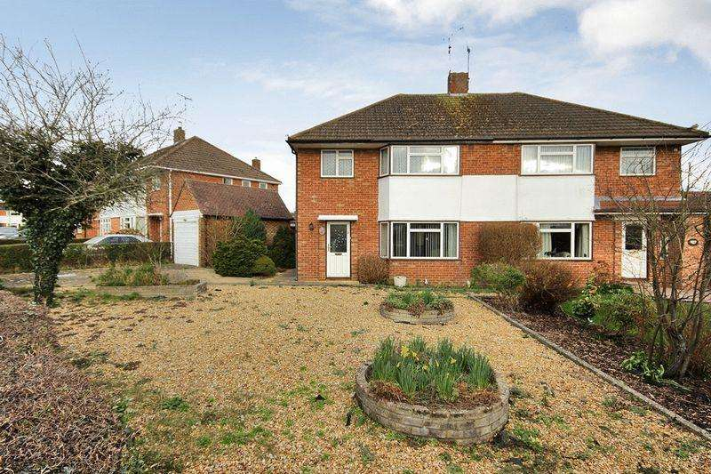 3 Bedrooms Semi Detached House for sale in Churchill Avenue, Horsham