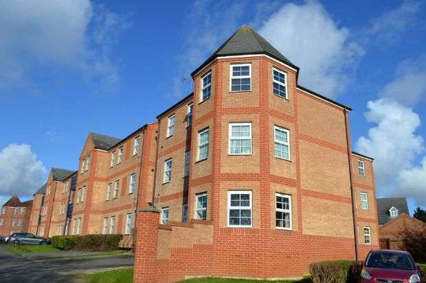 2 Bedrooms Flat for sale in Turners Gardens, Wootton, Northampton NN4 6LZ